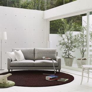 東京23区のコンテンポラリースタイルのおしゃれなリビング (白い壁、白い床) の写真