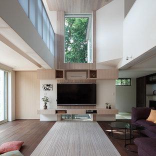 Idee per un grande soggiorno shabby-chic style aperto con sala formale, pavimento in bambù, TV a parete e pavimento bianco