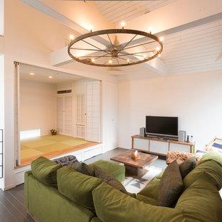 Exempel på ett asiatiskt vardagsrum, med vita väggar, tatamigolv och en fristående TV