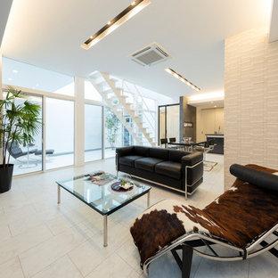 Esempio di un soggiorno minimalista con pavimento in compensato e pavimento bianco