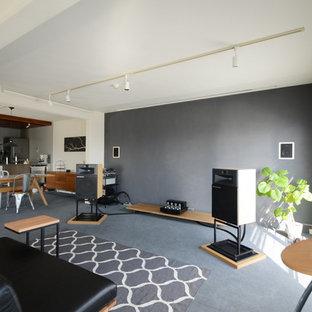 他の地域のインダストリアルスタイルのおしゃれなLDK (マルチカラーの壁、グレーの床) の写真
