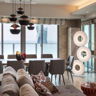 На фото: парадные гостиные комнаты среднего размера в современном стиле с бежевыми стенами, полом из фанеры, телевизором на стене и бежевым полом без камина