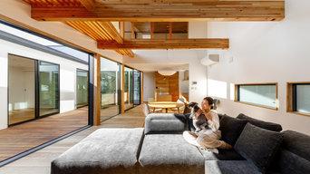 haus-cros / 十字フレームが印象付ける和洋折衷テイストのBOX型中庭住宅