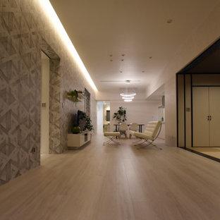 Foto på ett funkis allrum med öppen planlösning, med grå väggar, plywoodgolv och vitt golv