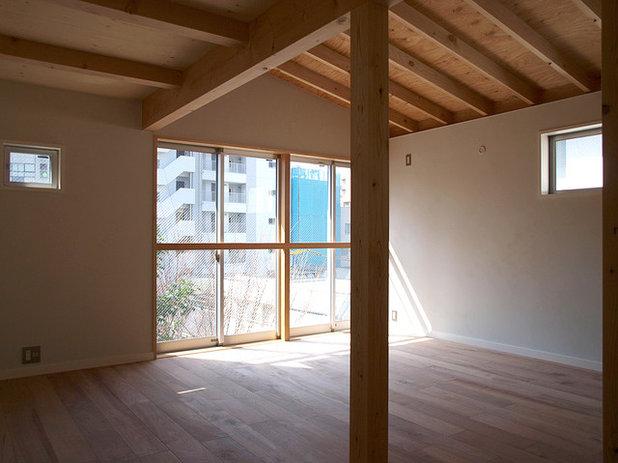 ミッドセンチュリー リビング・居間 by 志田茂建築設計事務所