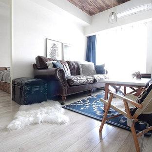東京23区の北欧スタイルのおしゃれなリビング (白い壁、塗装フローリング、グレーの床) の写真
