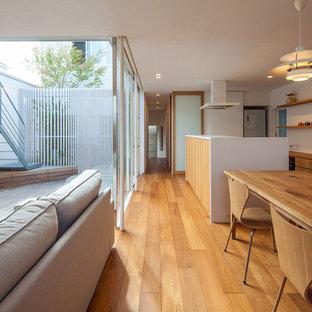 大阪の和風のリビング・居間の画像 (白い壁、無垢フローリング、LDK、茶色い床)