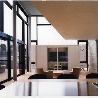 東京23区のコンテンポラリースタイルのリビング・居間の画像 (淡色無垢フローリング、据え置き型テレビ、LDK、茶色い床)