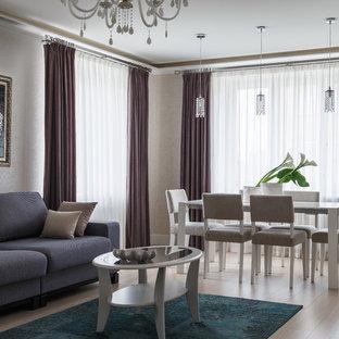 Esempio di un soggiorno design con pareti bianche, pavimento in legno verniciato e pavimento beige