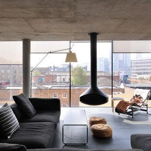 Idéer för funkis vardagsrum, med en hängande öppen spis