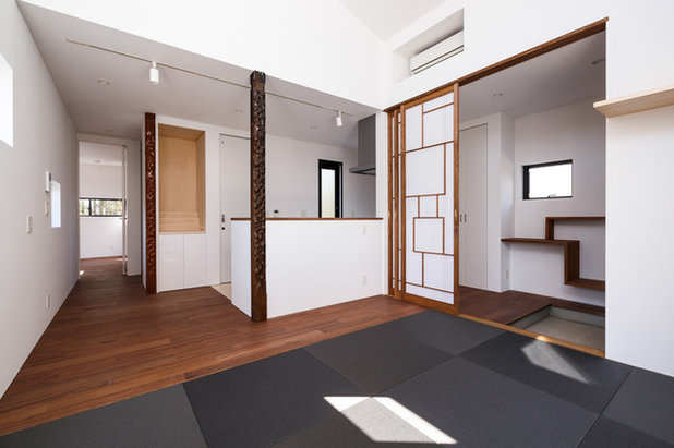 Contemporary Living Room by 株式会社 sside