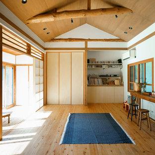 名古屋の和風のおしゃれなリビング (白い壁、無垢フローリング、茶色い床) の写真