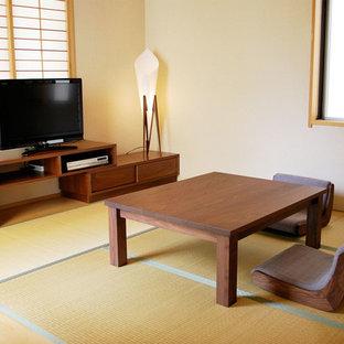 横浜の小さい和風のおしゃれなリビング (ベージュの壁、据え置き型テレビ、暖炉なし) の写真