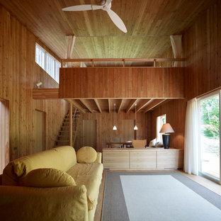 他の地域の中くらいのアジアンスタイルのおしゃれなリビング (茶色い壁、無垢フローリング、茶色い床) の写真