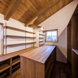 しっくいと無垢材でつくるカントリー調のかわいらしい住宅