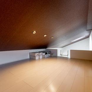 大阪の小さいおしゃれな収納・クローゼット (合板フローリング、クロスの天井) の写真