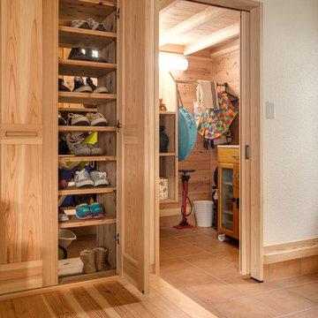 オープンキッチンの自然素材だけで作った家