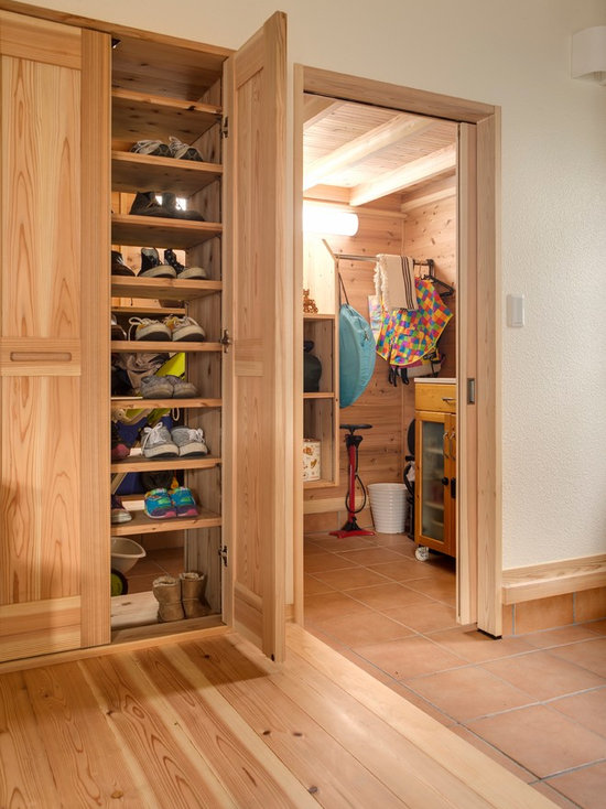 craftsman closet design ideas, remodels & photos with beaded inset