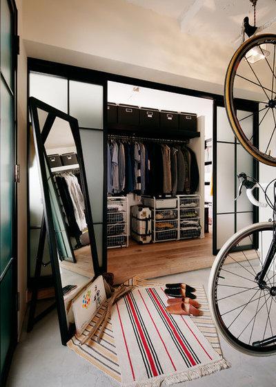 Industrial Wardrobe by atelier etsuko | アトリエ エツコ 一級建築士事務所