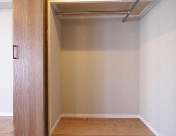 リビングと洋室を繋ぐウォースルー収納