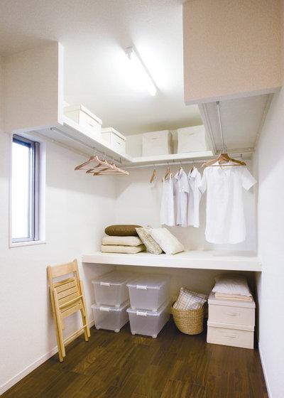 Modern Closet by 収納生活 NANKAI
