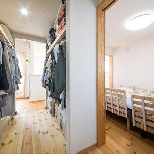 他の地域の和風のおしゃれな収納・クローゼット (淡色無垢フローリング、マルチカラーの床) の写真