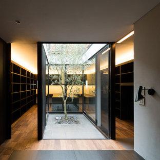 Diseño de armario y vestidor de estilo zen pequeño