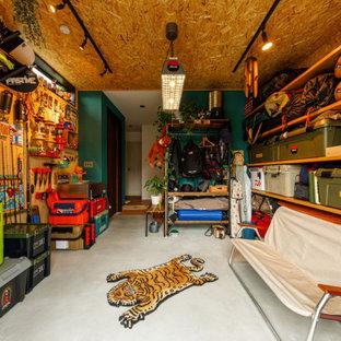 Foto de armario vestidor unisex y madera, urbano, de tamaño medio, con armarios abiertos, puertas de armario de madera oscura, suelo de cemento y suelo gris