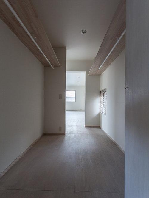 armoires et dressings modernes avec un sol en contreplaqu. Black Bedroom Furniture Sets. Home Design Ideas
