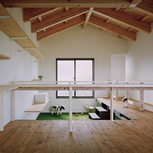 他の地域, のコンテンポラリースタイルのおしゃれな子供部屋 (白い壁、カーペット敷き) の写真