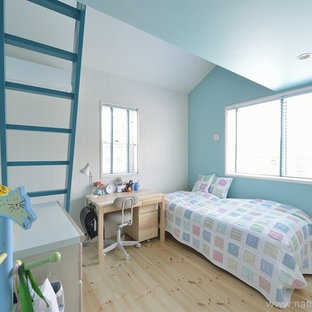 Inspiration for a shabby-chic style kids' room remodel in Yokohama