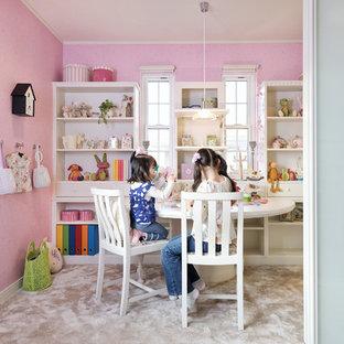 Идея дизайна: детская с игровой в классическом стиле с розовыми стенами и ковровым покрытием для ребенка от 4 до 10 лет, девочки