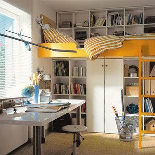 Inspiration pour une chambre d'enfant de 4 à 10 ans minimaliste avec un mur blanc.