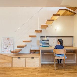 他の地域, の北欧スタイルのおしゃれな子供部屋 (白い壁、淡色無垢フローリング、児童向け) の写真