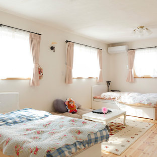 Design ideas for an asian kids' bedroom for kids 4-10 years old and girls in Osaka with white walls, light hardwood floors and beige floor.