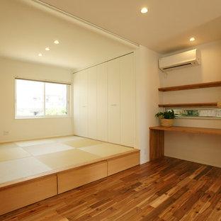 Foto di una cameretta per bambini industriale con pareti bianche