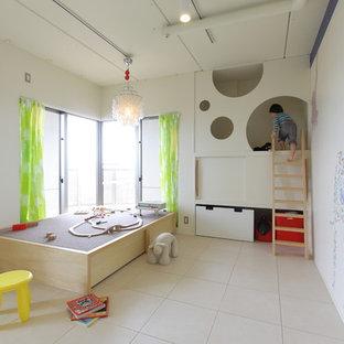 Idéer för att renovera ett funkis könsneutralt småbarnsrum kombinerat med lekrum, med vita väggar och beiget golv