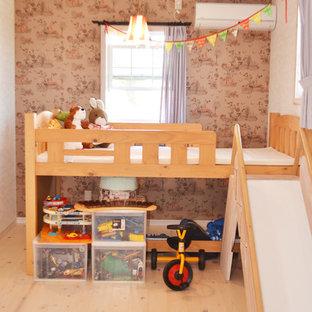 Esempio di una cameretta per bambini mediterranea