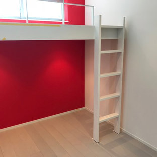 Diseño de dormitorio infantil moderno con paredes rojas, suelo de contrachapado y suelo gris