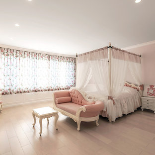 Inspiration for a victorian teen's room for girls in Tokyo with pink walls, light hardwood flooring and beige floors.