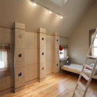 東京23区の北欧スタイルのおしゃれな子供部屋 (白い壁、無垢フローリング、茶色い床) の写真