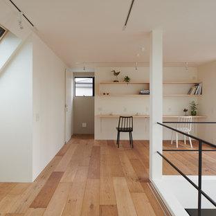 東京23区のモダンスタイルのおしゃれな子供部屋 (白い壁、淡色無垢フローリング、茶色い床) の写真
