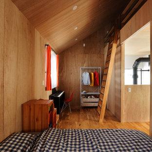 他の地域のアジアンスタイルのおしゃれな子供の寝室 (茶色い壁、無垢フローリング、茶色い床) の写真