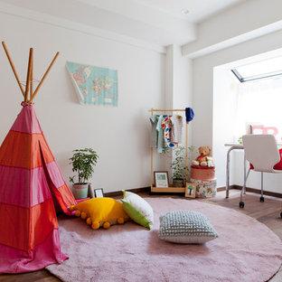 東京23区のコンテンポラリースタイルのおしゃれな子供部屋 (白い壁、濃色無垢フローリング、児童向け) の写真