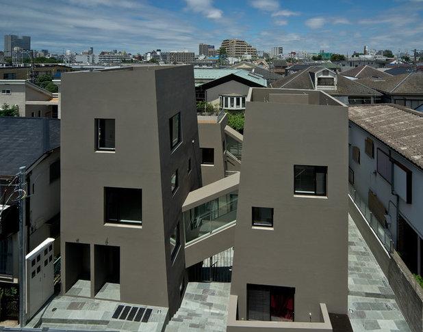 モダン 家の外観 by Oka Yuko Architecture Design & Co