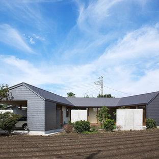 他の地域の和風のおしゃれな切妻屋根の家 (グレーの外壁) の写真