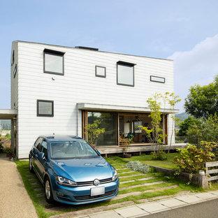 他の地域のコンテンポラリースタイルのおしゃれな白い家 (陸屋根、戸建) の写真