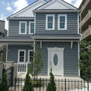 他の地域のトラディショナルスタイルの二階建て住宅の画像 (グレーの外壁、切妻屋根)