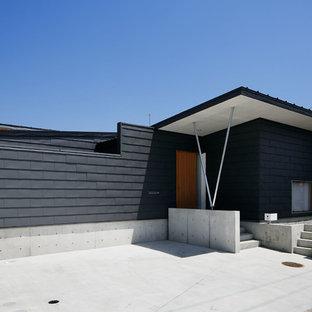他の地域のモダンスタイルの平屋の外観の画像 (戸建、グレーの外壁、片流れ屋根、金属屋根)