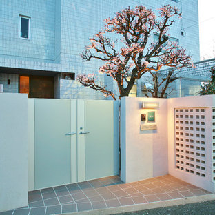 Inspiration for a zen exterior home remodel in Tokyo Suburbs